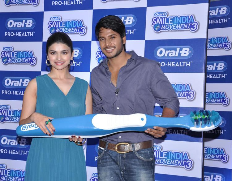 Prachi And Sundeep Clicked At Oral B Smile India Movement 2013