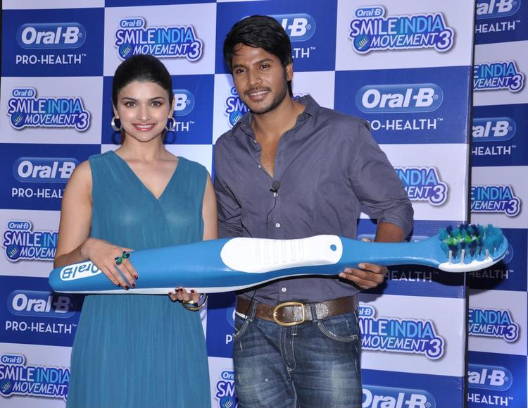 Prachi And Sundeep Posed For Camera With Brush At Oral B Smile Event