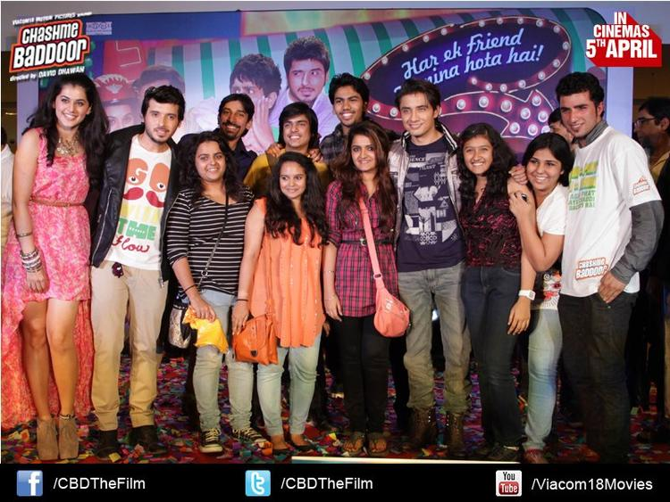 Taapsee,Ali Zafar And Divyendu With Fans Posed For Camera At Chashme Baddoor Music Launch