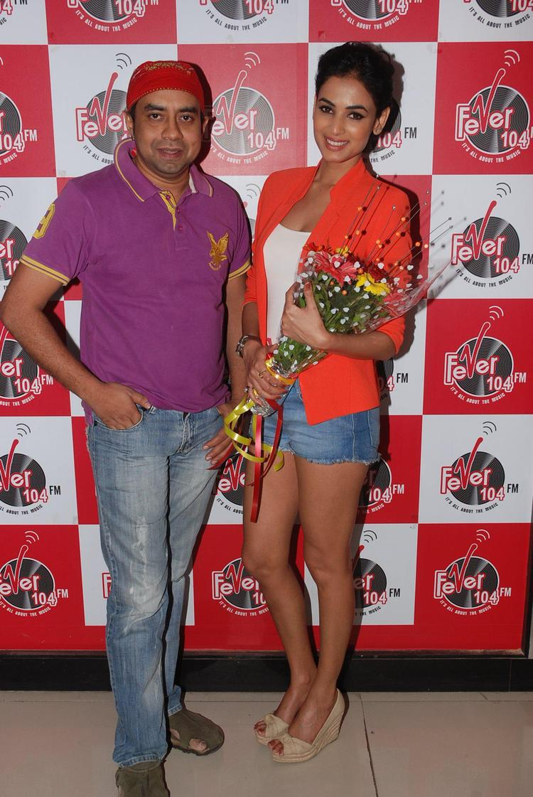 Sonal Chauhan Posed With A Friend At Fever 104 FM During The Promotion Of 3G Movie