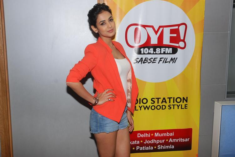 Sonal Chauhan Promoting Her Upcoming Movie 3G At Oye 104.8 FM