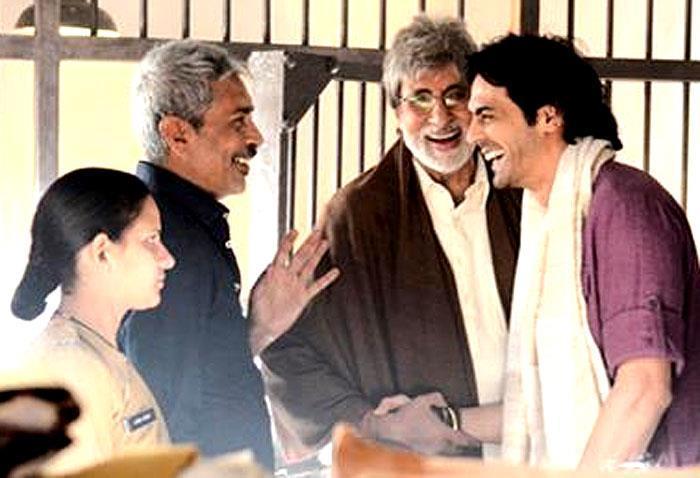 Amitabh,Arjun And Director Prakash Cool Chatting On The Sets Of Satyagraha Movie