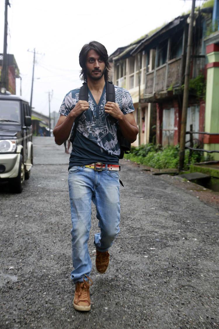 Chetan Kumar Cool And Nice Look Still From Mynaa Kannada Movie