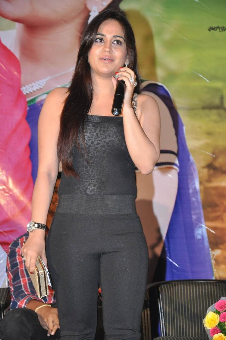 Aksha Pardasany Dazzling Look At Rye Rye Platinum Disc Function