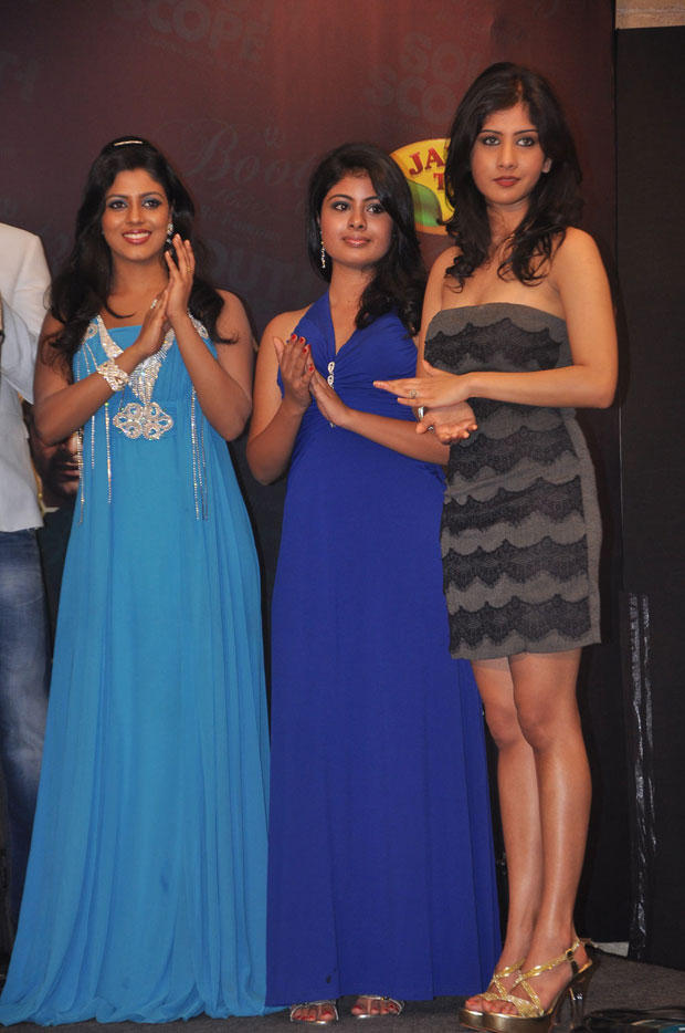 Iniya And Other Models Are Clapping Still At South Scope Calendar Launch 2013