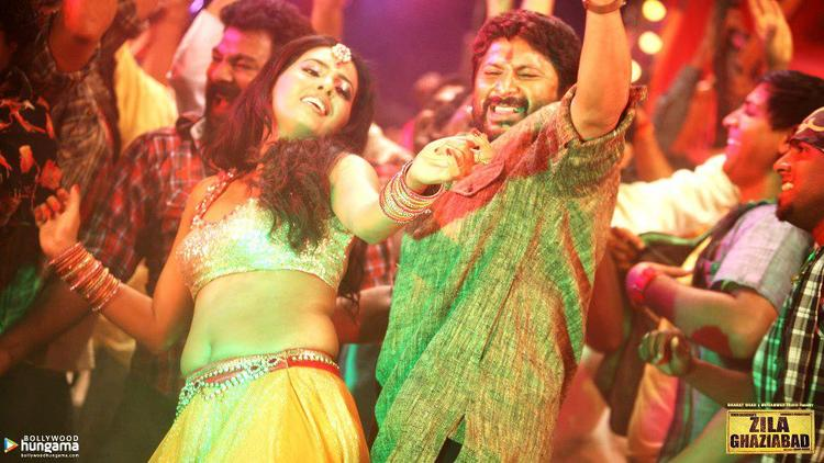 Arshad And Geeta Dancing Photo Wallpaper Of Movie Zila Ghaziabad