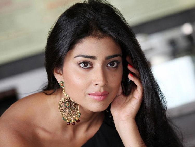 Shriya Saran Sexy Look Photo Still From Movie Pavitra