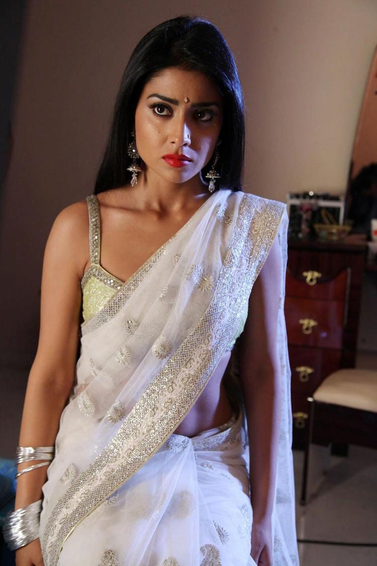 Shriya Saran Cuter Expression Photo Still In Saree From Movie Pavitra