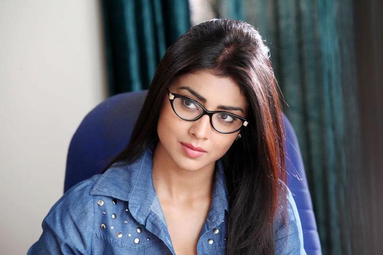 Shriya Saran Corporate Look Photo Still From Movie Pavitra