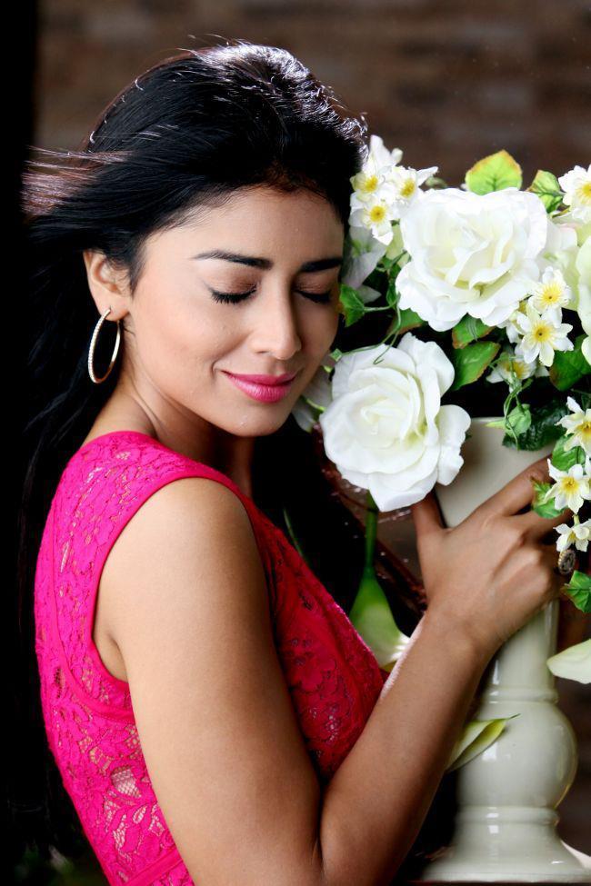Shriya Saran Nice Expression Photo Still From Movie Pavitra