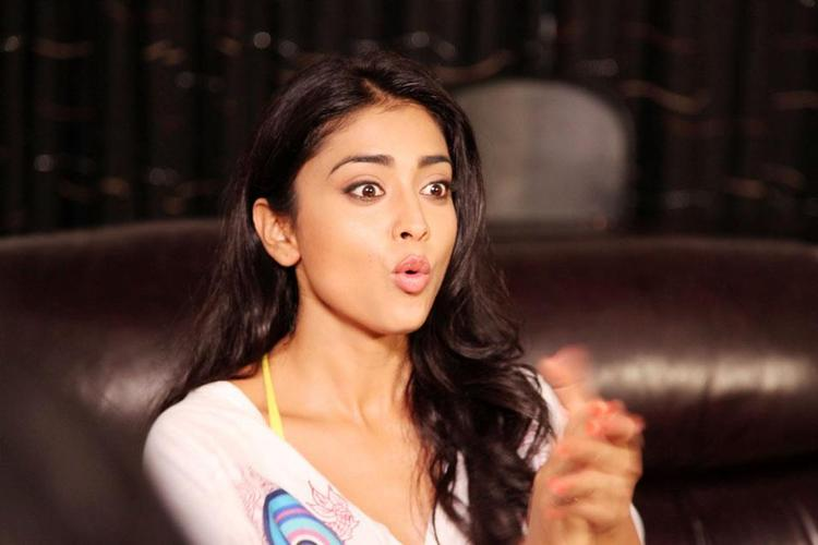 Shriya Saran Trendy Looking Photo Still Photo Still From Movie Pavitra