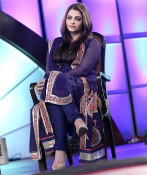 Aishwarya Glamour Look At IBN 7's Zindagi Live Awards 2013