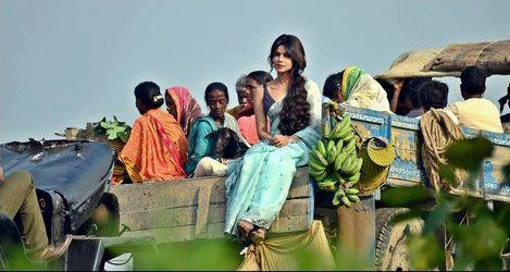 Priyanka On A Lorry Photo Still From The Sets Of Gunday
