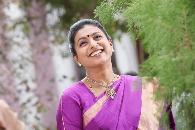 Roja Selvamani Smiling Photo Still From Movie Pavitra