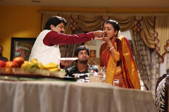 Sai Kumar,Roja And Kaushik Eating Photo Still From Movie Pavitra