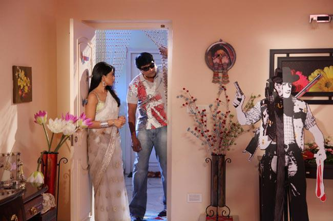 Shriya And Ravi Latest Photo Still From Movie Pavitra