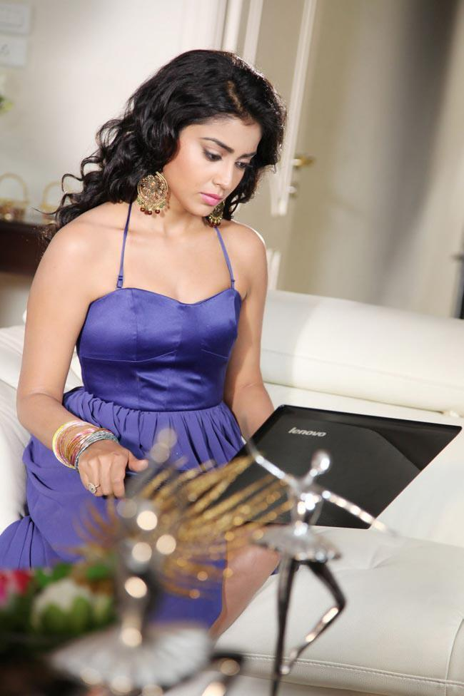 Shriya Saran Looked Sexy In A Blue Dress In Movie Pavitra