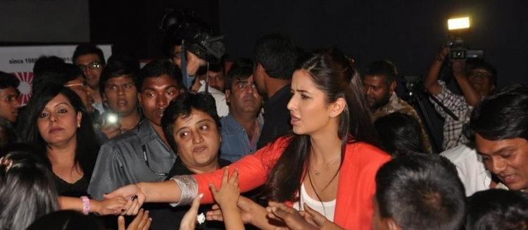 Katrina With The Fans Photo Clicked At Promotion Of Main Krishna Hoon