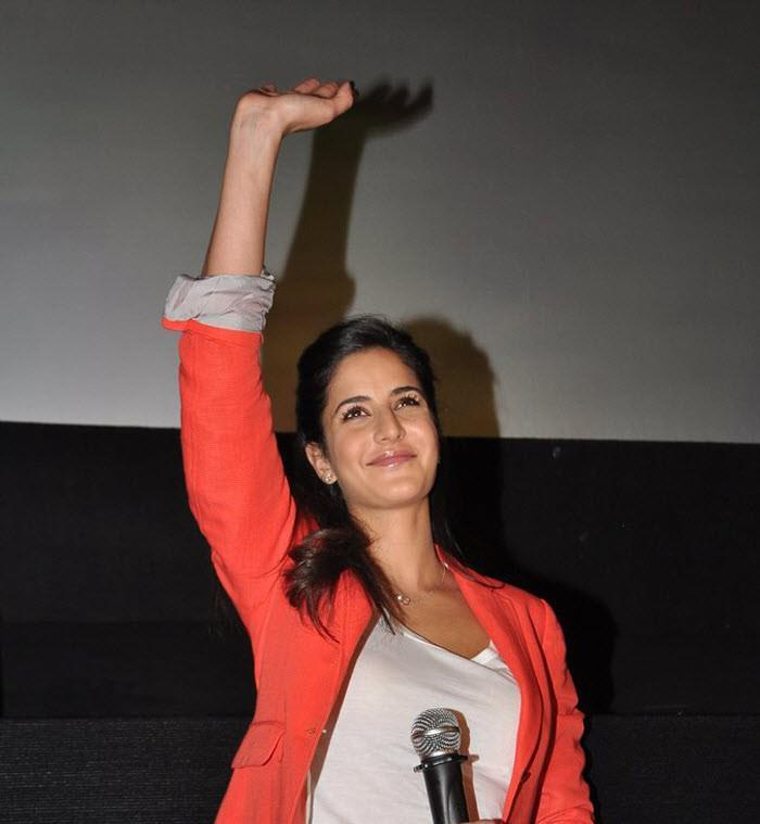 Katrina Greets The Audience During Promotion Of Movie Main Krishna Hoon