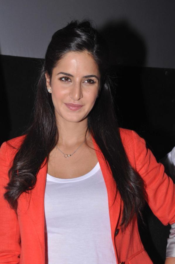 Katrina Kaif smiling Pose At Main Krishna Hoon Promotional Event
