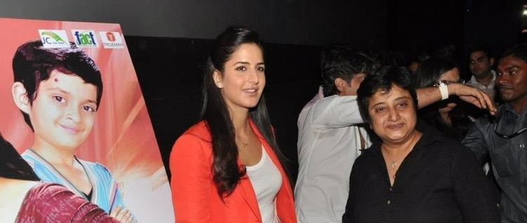 Katrina Posed For Camera At Promotion Of Main Krishna Hoon