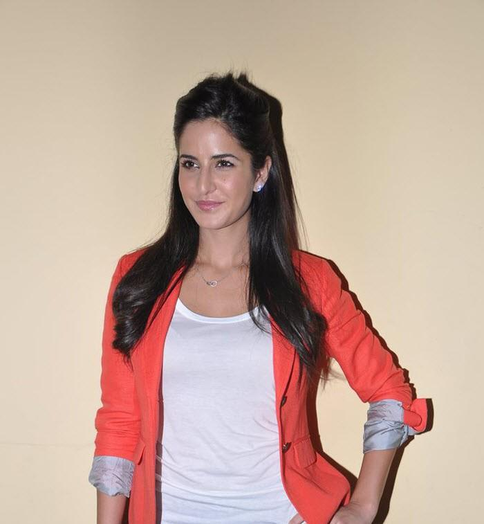 Katrina Strikes A Pose At Promotion Of Main Krishna Hoon