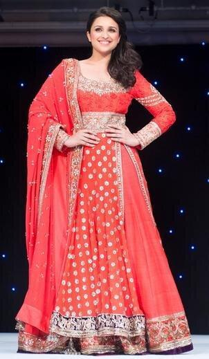 Parineeti Smiling Pose For Shutterbugs At The Angeli Foundation Show