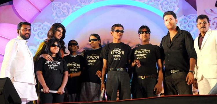 Priyanka And Yuvraj Posed For Camera At An Eye Donation Event In Pune