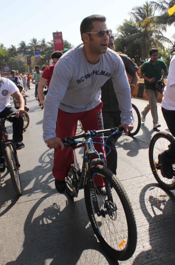 Salman Khan Smart Hunk Look During Cycles At Mumbai Car Free Day Rally