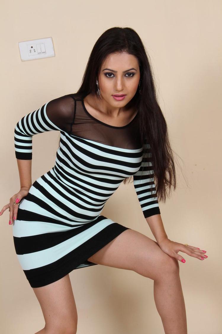 Anusmriti Sarkar Milky Legs Show Hot Look Photo