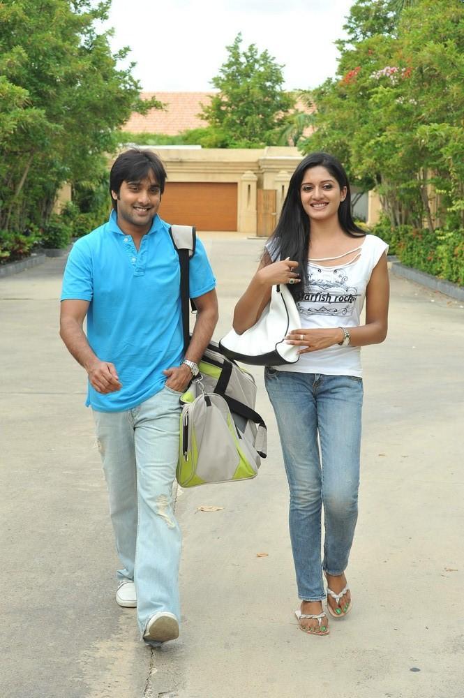 Tarun And Vimala Smiling Photo Still From Chukkalanti Ammayi Chakkanaina Abbayi