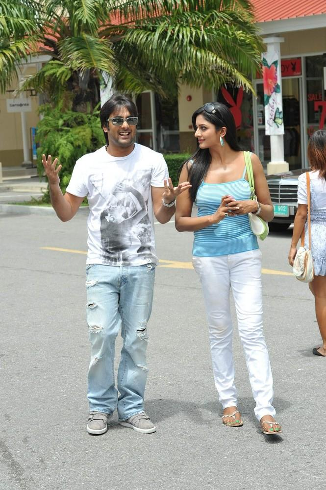 Tarun And Vimala Walking Photo Still From Chukkalanti Ammayi Chakkanaina Abbayi