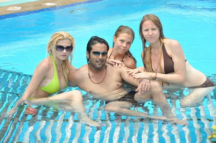 Tarun With Foreigners In Swimming Pool In Chukkalanti Ammayi Chakkanaina Abbayi