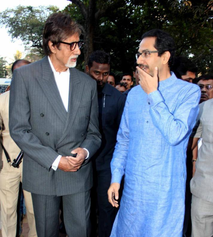 Amitabh Bachchan And Uddhav Thackeray Discussion Still At Clean Mumbai Campaign 2013