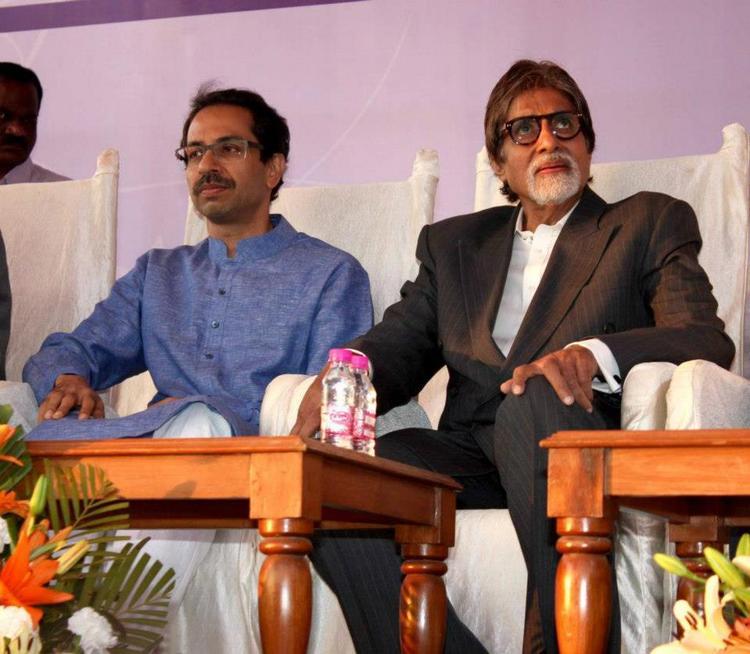 Amitabh Bachchan And Uddhav Thackeray Present At Clean Mumbai Campaign 2013