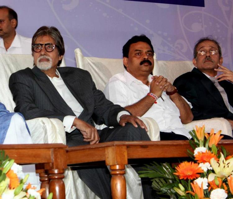 Amitabh Bachchan Attend The Clean Mumbai Campaign 2013