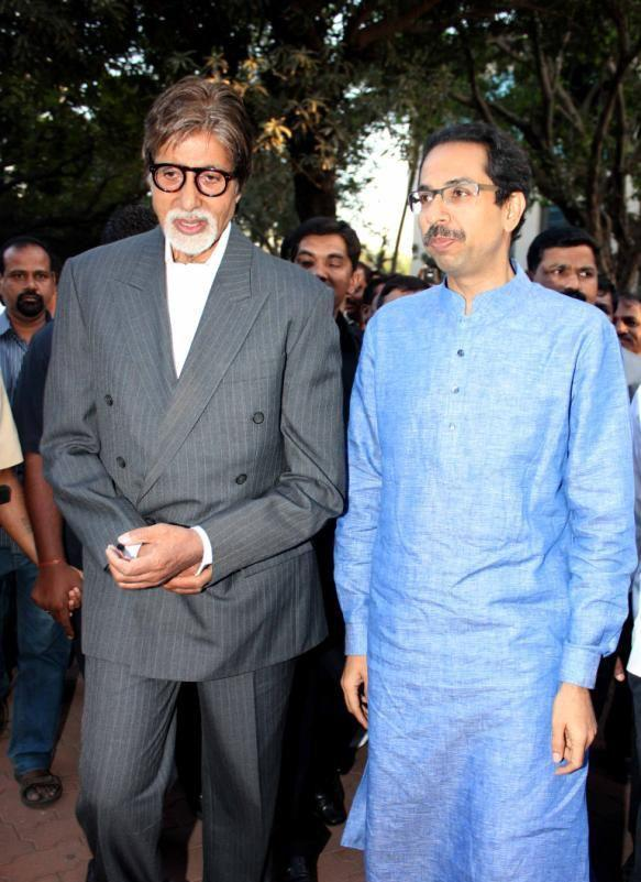 Big B And Uddhav Thackeray Walk On To Attend The Clean Mumbai Campaign 2013