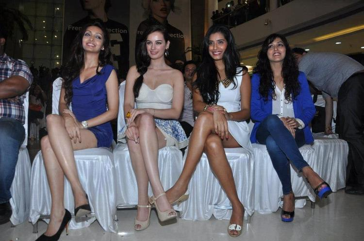 Pooja,Evelyn And Gaelyn Sexy Leg Show Pose For Camera At Nautanki Saala Audio Launch