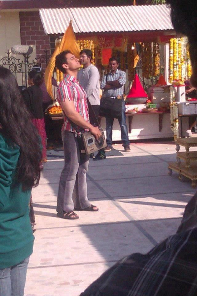 Aamir With A Radio Snapped On The Sets Of Peekay