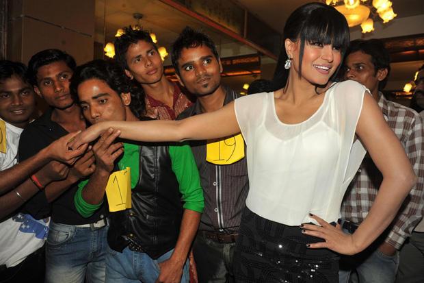A Contestant Kisses Veena Malik's Hand At Kiss Event