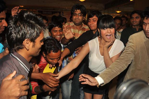 Veena Malik Amazing Exciting Look At Kiss Event