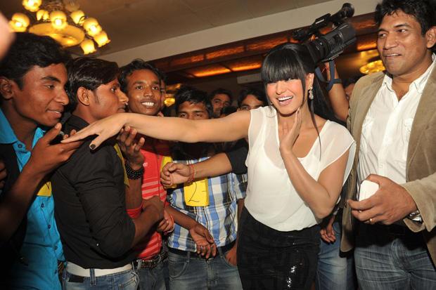 Veena Malik Cool Look At Kiss Event