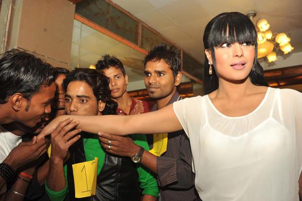 Veena Malik Dazzling Face Look At Kiss Event