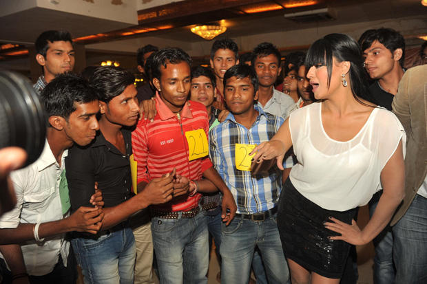 Veena Malik Rocked With Her Fans At Kiss Event