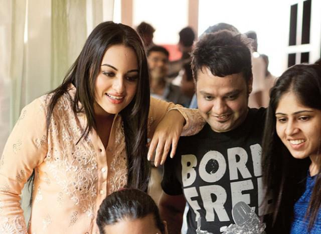 Sonakshi Sinha Spend A Cool Day On The Sets Of Filmfare