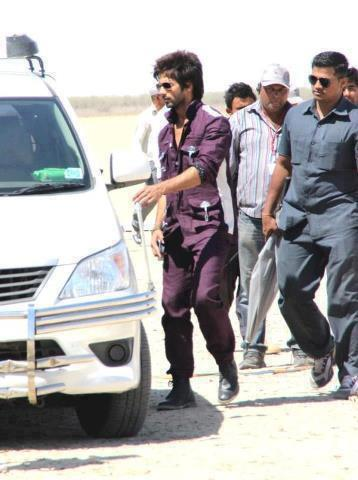 Shahid Kapoor Nice Look On The Sets Of Rambo Rajkumar