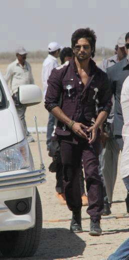 Shahid Kapoor Walking Still On The Sets Of Rambo Rajkumar