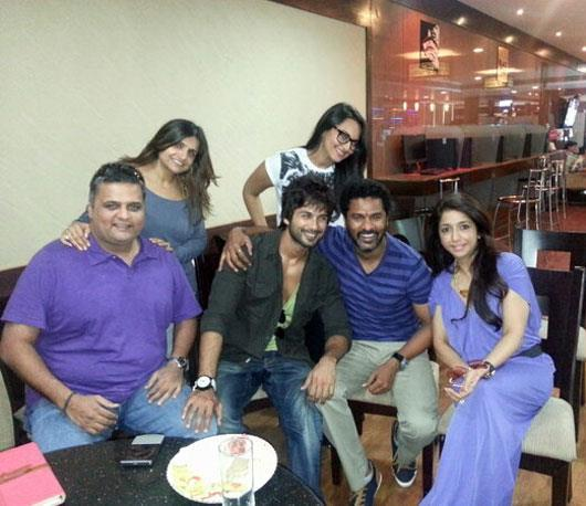 Shahid,Prabhu And Sonakshi Posed For Camera On The Sets Of Rambo Rajkumar
