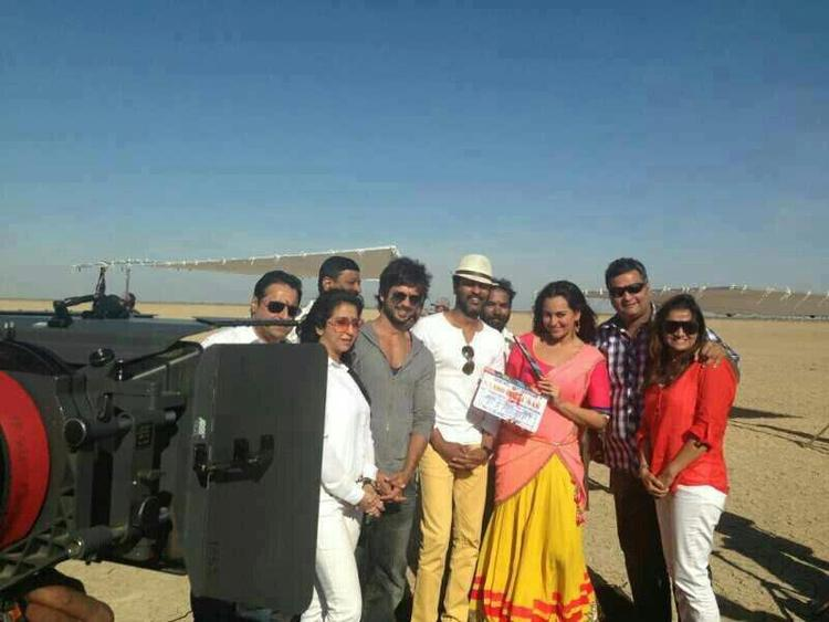 Shahid,Sonakshi And Prabhu Clicked On The Sets Of Rambo Rajkumar