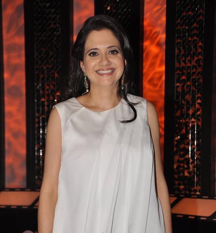 Anupama Chopra Flashes A Smile On The Sets Of Front Row